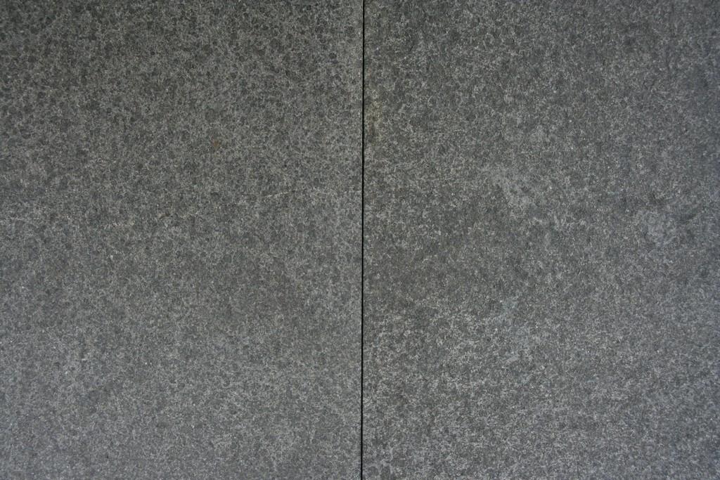 Nero Eleganto basalt natuursteen gevlamd/geborsteld 60×60 cm