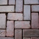 Oud gebakken klinkers keiformaat rood paars