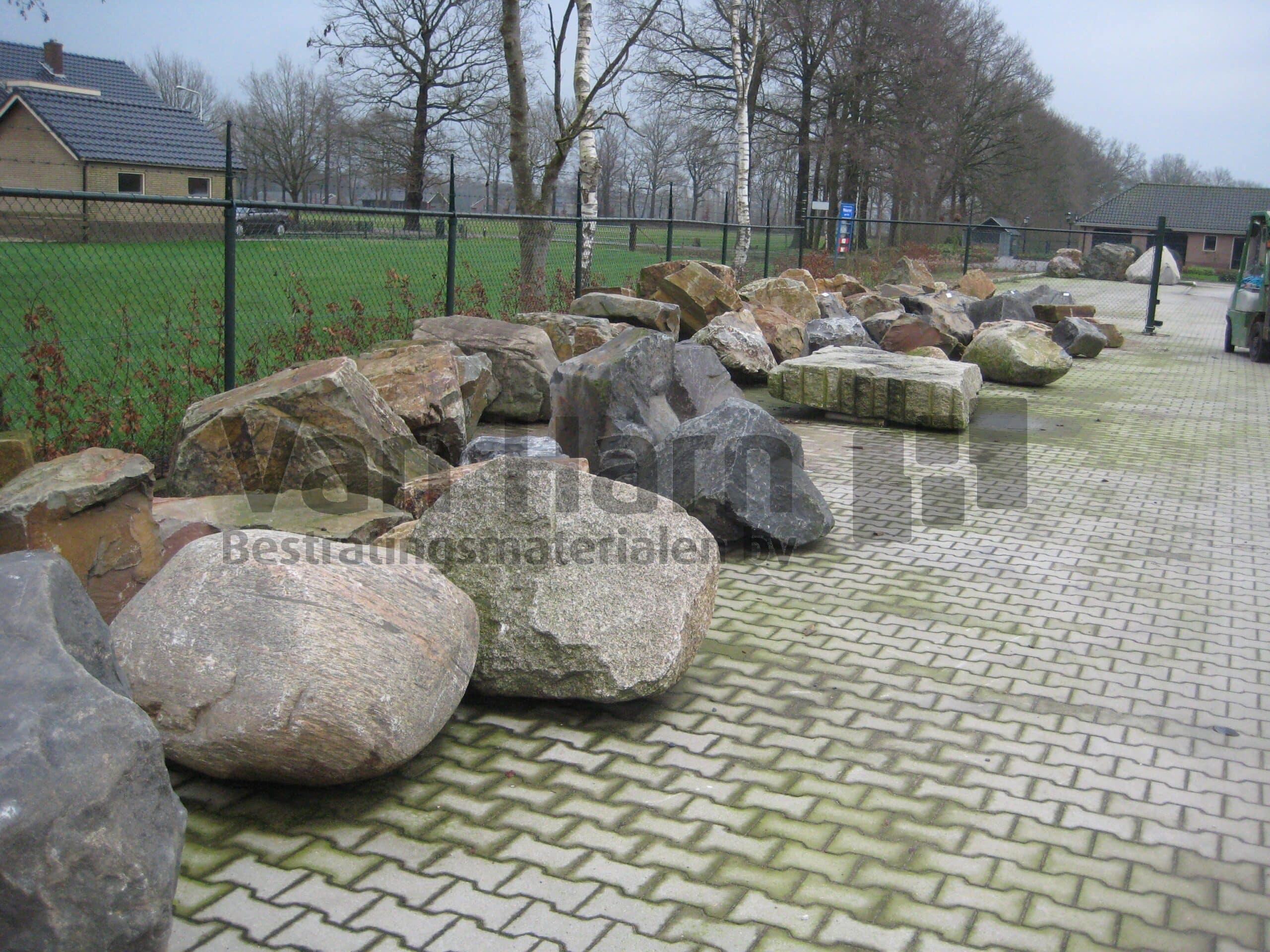 Rotsblokken Voor Tuin : Zwerfkeien en rotsblokken cm van harn wekerom