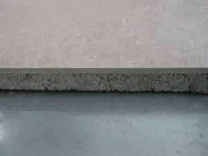 Keramische Tegels buiten met betonvoet