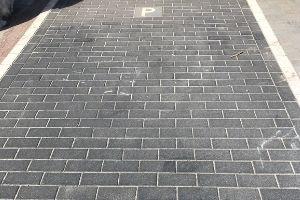 Betonklinkers antraciet parkeerplaats